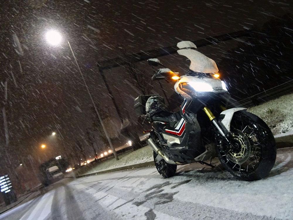 X-ADV sous la neige par Fgando Real