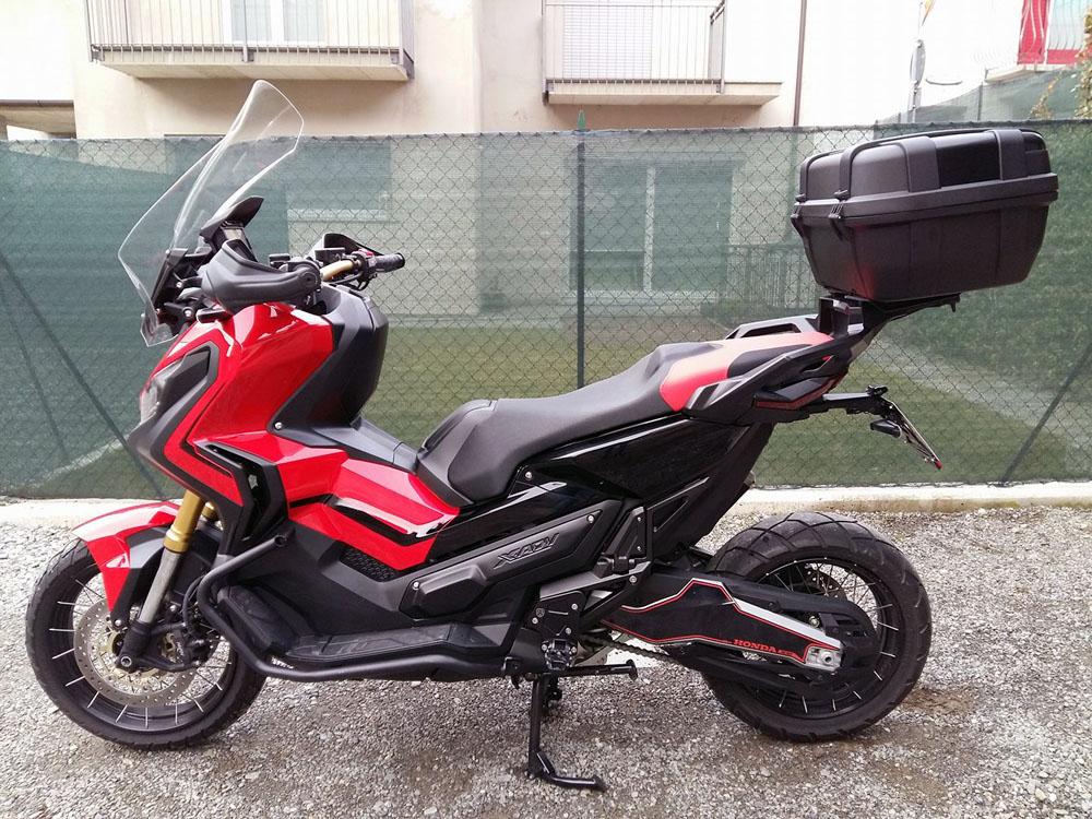 X-ADV en rouge et noir, Francesco P.