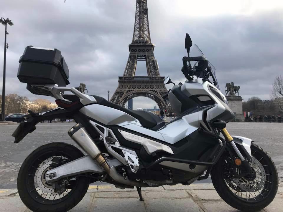 X-ADV et Tour Eiffel par Jacks T.